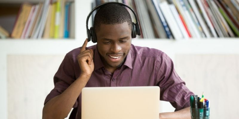 5Reasons Why Your Employees Need Professional Headsets - Featured Image